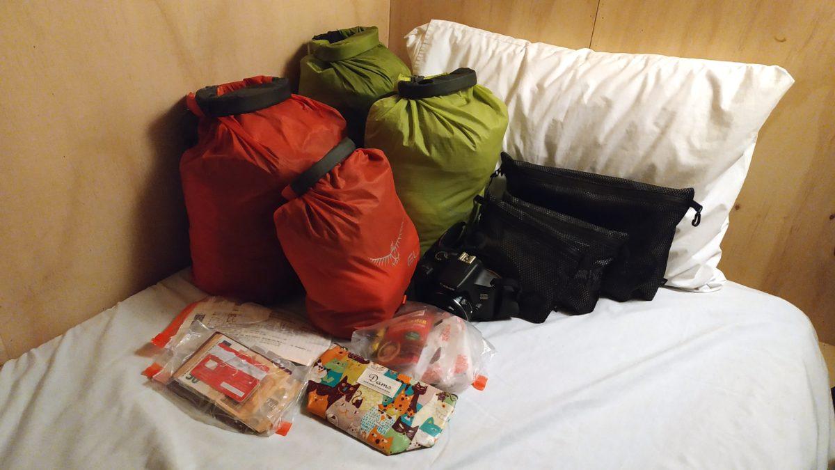 Die Reisepackliste passend eingetütet