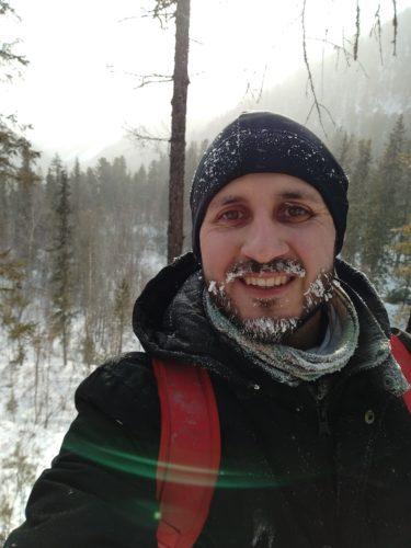 Tageswanderung im Östlichen Sayan Gebirge bei -35°C, ein Halstuch kann das Gesicht bedecken