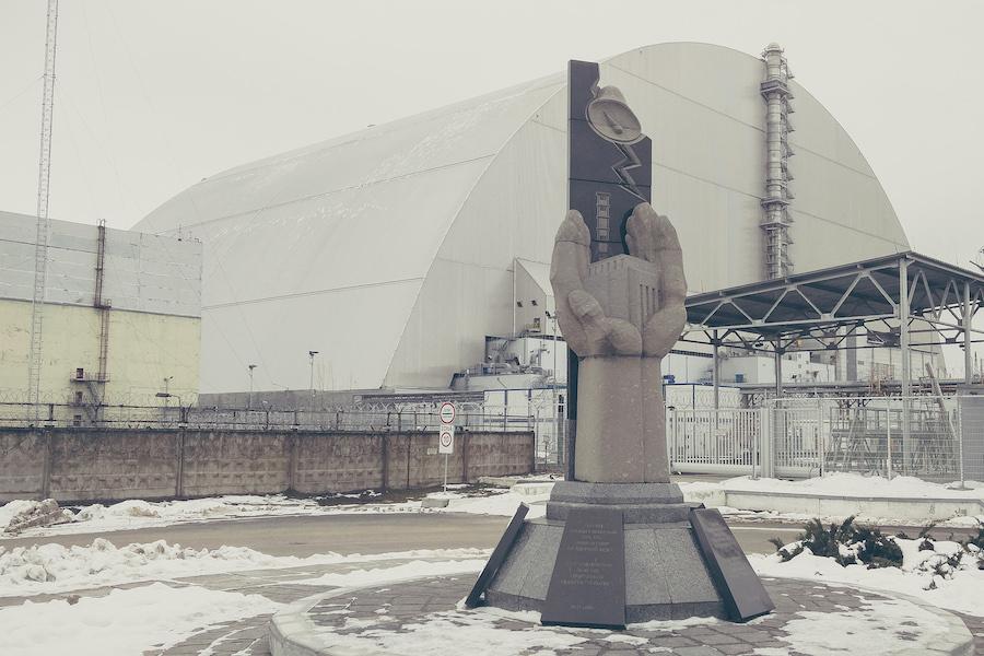 Sarkophag über dem geschmolzenen Reaktor in Tschernobyl