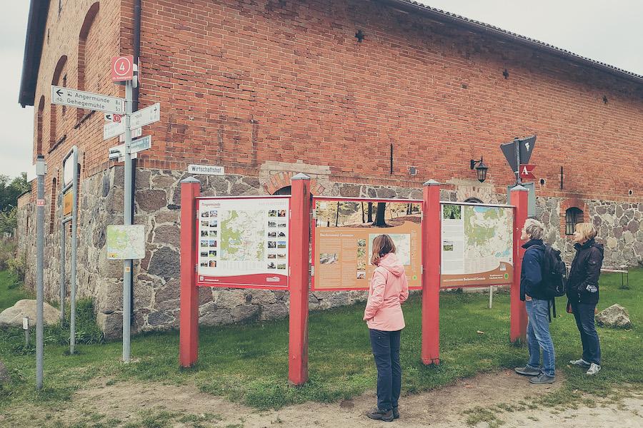 Startpunkt vieler Wanderung im Buchenwald Grumsin: Altkünkendorf
