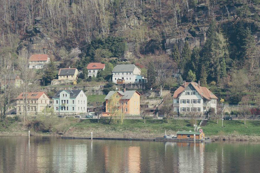 Dorf am Elbufer, Sächsische Schweiz