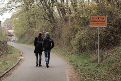 Eingang zum Ort Buckow (Märkische Schweiz)