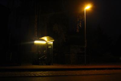 warten auf den Bus in Waldsieversdorf